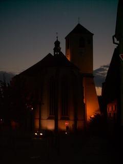 FOTKA - kostel v noci  osvetleny
