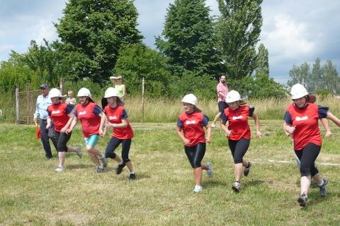 FOTKA - hasičská soutěž-Žernov  28.6.08-naše družstvo-ženy-na startu