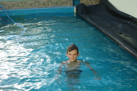 FOTKA - Péťa v bazénu,