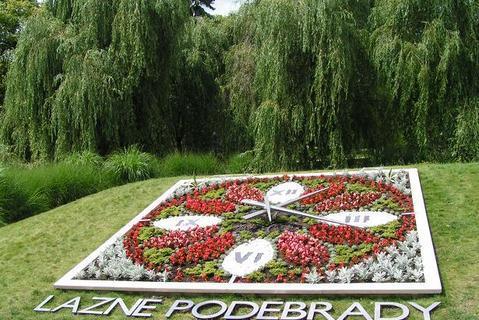 FOTKA - Květinové hodiny v Poděbradech
