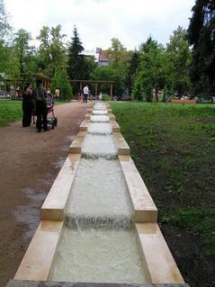 FOTKA - Poděbrady - žlábek s tekoucí vodou - brouzdaliště pro děti