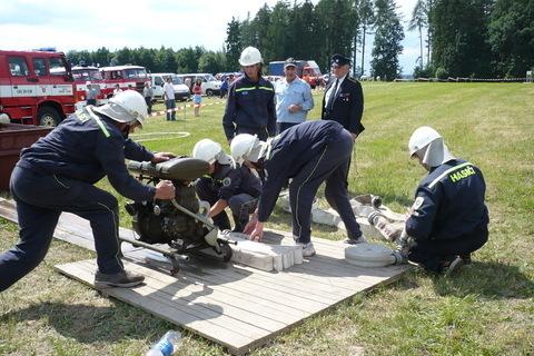 FOTKA - hasičská soutěž-Žernov  28.6.08-naše družstvo-chlapi