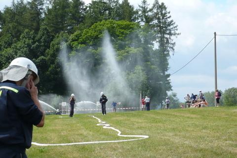 FOTKA - hasičská soutěž-Žernov  28.6.08-chlapi-útok