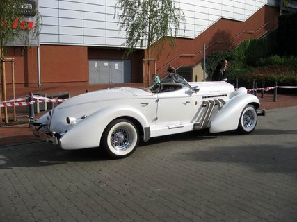 FOTKA - Klub sběratelů amerických historických vozidel  - Veteran US Car Club Praha 2