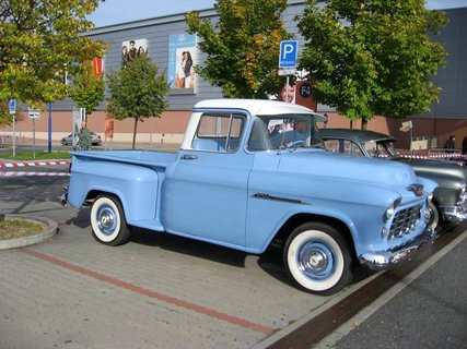 FOTKA - Klub sběratelů amerických historických vozidel  - Veteran US Car Club Praha 4