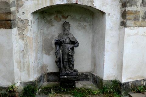 FOTKA - Výzdoba kostela ze zahrady - hodnotné sochy