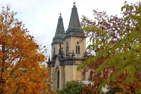 FOTKA - Kostel - pohled z parku
