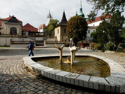 FOTKA - trojboká keramická kašna Ptačí napajedlo, Teplice