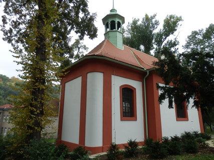 FOTKA - kolem kaple sv. K��e b�val v minulosti h�bitov, dnes Havl��kovy sady - Teplice