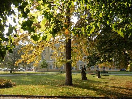 FOTKA - podzimní Teplice, park před LD Beethoven