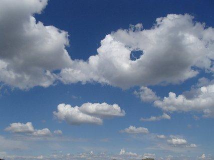 FOTKA - oblak s dierkou