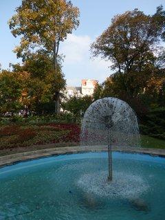 FOTKA - podzim v lázeňském parku - fontána Pampelička (Teplice v Čechách)