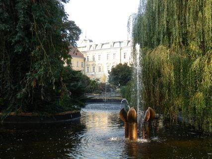 FOTKA - podzim v lázeňském parku - vodotrysk před LD Beethoven (Teplice v Čechách)