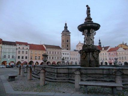 FOTKA - Na náměstí v Č. Budějovicích .. večerní procházka