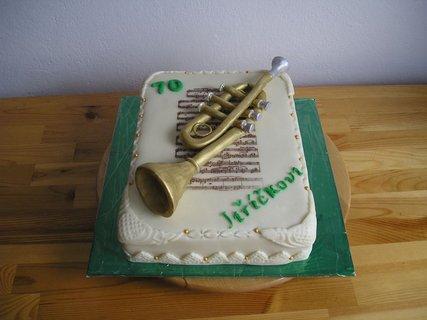 FOTKA - dort s  trumpetou