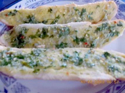 FOTKA - 13.11. - 10.11 - 7 - zapečené rohlíky s bylinkovým máslem, jen tak na chuť