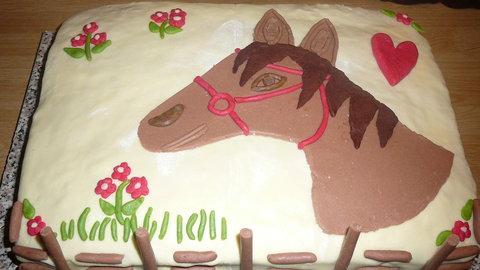 FOTKA - dort s koníkem z marcipánu