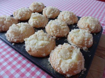 FOTKA - muffiny s povidly, tvarohem a drobenkou