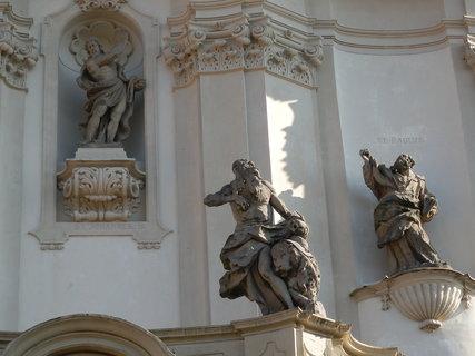 FOTKA - sochařská výzdoba - kostel Nanebevzetí Panny Marie v Oseku,