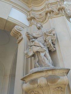 FOTKA - sochy -  klášter Osek (článek čeká na schválení)