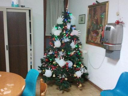 FOTKA - rukavicovy stromek v praci:-)
