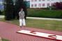 Tomík hraje minigolf
