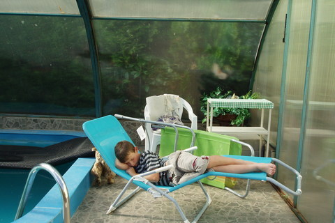 FOTKA - Péťa usnul únavou