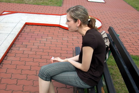 FOTKA - Angi pozoruje hru