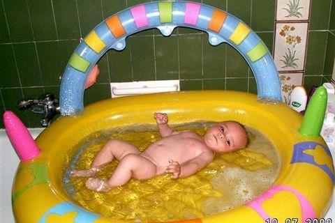 FOTKA - Adámek v bazénku1