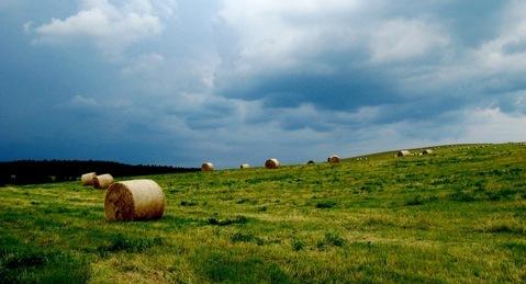 FOTKA -  po žních -  bouřkové mraky
