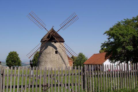 FOTKA - větrný mlýn Kuželov, Slovácko  1)