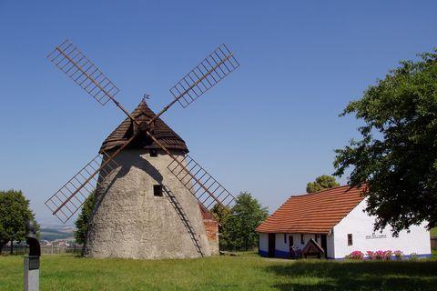 FOTKA - větrný mlýn Kuželov, Slovácko