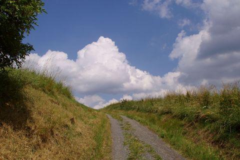 FOTKA - krajina na žďársku (a děsně velká, bílá oblaka...)