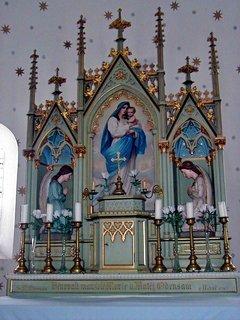 FOTKA - Oltář v kapličce Panny Marie Sněžné zhotovený místním řezbářem
