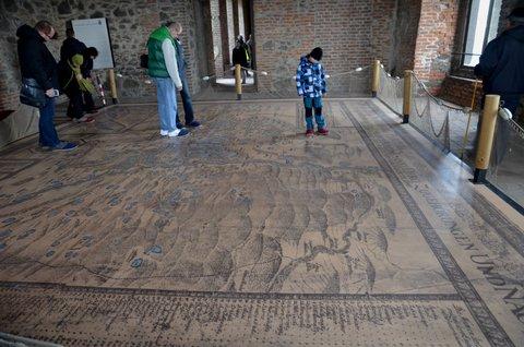 FOTKA - Nohama po hradní mapě