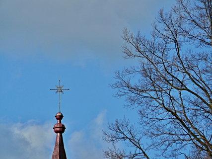 FOTKA - Křížek - ten jsem zlatila z plošiny při opravě věžičky ve výšce 22m