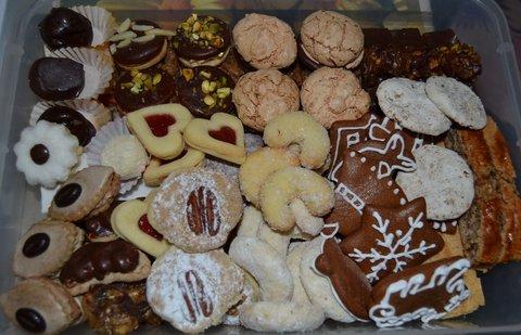 FOTKA - 11.1.2014, včera přijeli synovci z Moravy, cukroví od švagrové ;-)