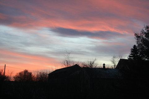 FOTKA - R�no nad zahradou...