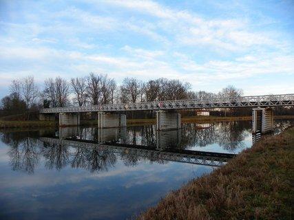 FOTKA - Zrcadlení mostu