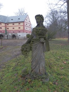 FOTKA - smutný lednový den - socha v zámeckém parku v Liběchově