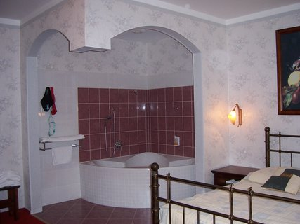 FOTKA - Babylon - prezidentské apartmá - ložnice i s koupelnou 2 v 1