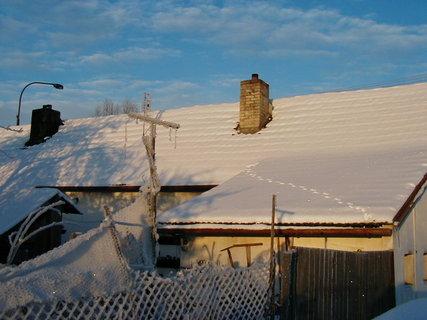 FOTKA - Cesta domů - někdo chodí vrátky, někdo zase po střeše