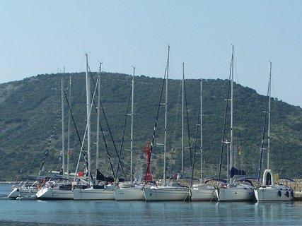 FOTKA - Plachetnice v přístavu