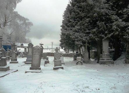 FOTKA - zasněžené náhrobky - Ostružná