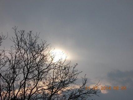 FOTKA - slun��ko mse sna�ilo prodraz mezi mraky