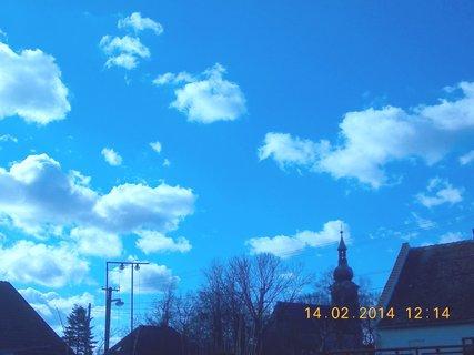 FOTKA - nebe modro bílý