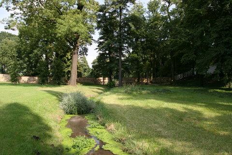 FOTKA - Rozhlehl�  kr�sn� upraven� park Ct�nice