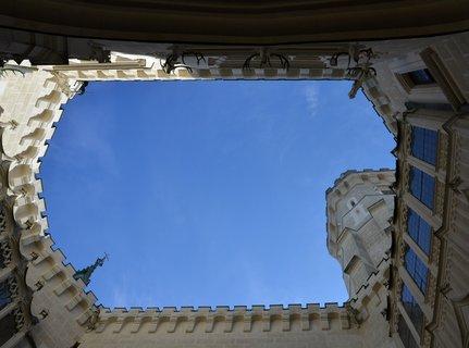 """FOTKA - Hluboké """"vysoké"""" okno do nebes"""