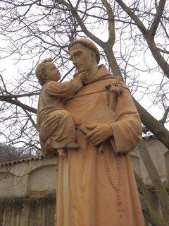 FOTKA - socha v areálu nemocnice Milosrdných sester sv. Karla Boromejského v Praze pod Petřínem