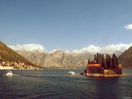 FOTKA - záliv -  Boka Kotorská s městem TIVAT
